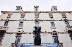 Статуя Marko Marulic, старого городка разделения, РАЗДЕЛЕНИЯ, ХОРВАТИИ стоковые фото