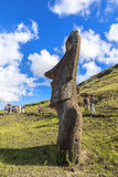 Статуя Moai в острове пасхи, Чили стоковое фото rf