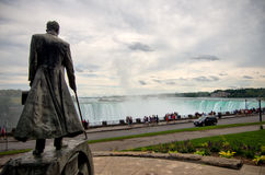 Статуя Nikola Tesla - Ниагарский Водопад Стоковое Изображение
