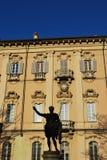 статуя pavia здание муниципалитет стоковые изображения rf