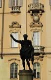 статуя pavia здание муниципалитет стоковое изображение rf