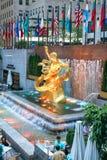 Статуя Prometheus в центре Рокефеллер в Нью-Йорке Стоковая Фотография RF
