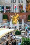 Статуя Prometheus в центре Рокефеллер в Нью-Йорке Стоковые Изображения RF