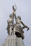 Статуя Rabochiy i Kolkhoznitsa (работник и Kolkhoz женщина) в Москве Стоковая Фотография RF
