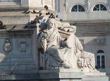 Статуя Rossio с Pidgeons Стоковое Изображение