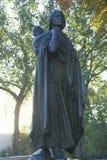 Статуя Sacagawea и ее сынка стоковые фотографии rf
