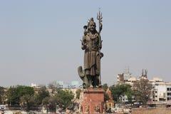 Статуя shiva лорда на sursagar сердце vadodara города стоковые фотографии rf
