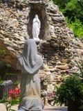 Статуя St Bernadette и нашей дамы Стоковые Фотографии RF