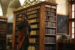 Статуя St. John в библиотеке Strahov Стоковые Изображения