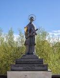 Статуя St. John Nepomuk, Cesky Krumlov, чехии стоковая фотография