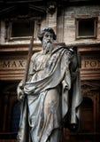 Статуя St Peter перед базиликой St Peter в Ватикане Стоковое фото RF