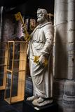 Статуя StPeter держа ключи к раю в интерьерах o стоковая фотография rf