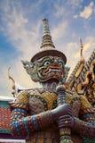 Статуя Thotsakhirithon, гигантский демон Yaksha защищая выход на дворце Wat Phra Kaew, также известном как изумрудный Будда Tem стоковая фотография