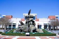 Статуя Wolfpack на стадионе Картера-Finley, Cary, Северной Каролине стоковые изображения