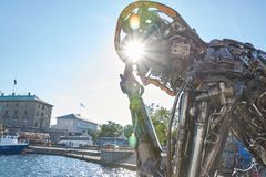 Статуя Zinkglobal в солнце стоковая фотография