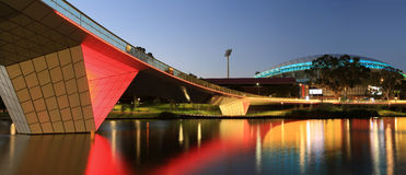 Стадион и Footbridge Аделаиды овальные Стоковое фото RF