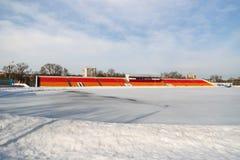 Стадион покрытый с снегом в зиме Стоковые Фото