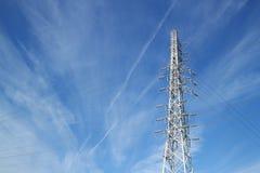 Стальная башня в пасмурном голубом небе Стоковые Фотографии RF