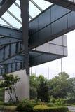 Стальная структура здания в дожде Стоковое Фото