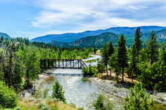 Стальное ove моста ферменной конструкции река Nicola между Мерритом и Spences наводит в Британской Колумбии Стоковые Изображения