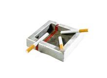 Стальной изолированные ashtray и сигарета Стоковая Фотография RF