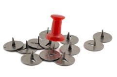 Стальные и пластичные pushpins Стоковые Изображения