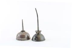 2 стальных чонсервной банкы масла различных высот стоковое изображение rf