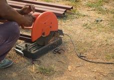 Сталь отрезка машины резца пользы работника стальная Стоковые Фотографии RF
