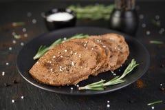 Стейки говядины мельчайшие с розмариновым маслом Стоковое Изображение RF