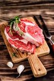 стейки говядины сырцовые Стоковое Фото