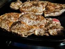 стейки зажженные говядиной стоковые фото