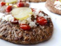 Стейк гамбургера говядины, который служат на плите Стоковая Фотография RF