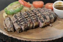 Стейк говядины Ангуса, который служат с овощем Стоковая Фотография