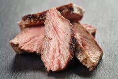 Стейк говядины Entrecote отрезанный на доске шифера Стоковая Фотография
