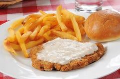 Стейк зажаренный цыпленком с fries Стоковые Фото