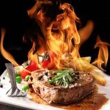 стейк зажженный говядиной стоковое изображение rf