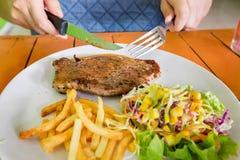 стейк зажженный говядиной Стоковые Изображения