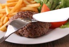 Стейк и fries Стоковые Фотографии RF