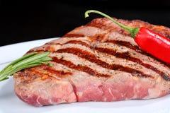 стейк красного цвета перца chili говядины сочный Стоковая Фотография RF