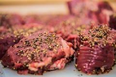 Стейк мяса готовый для жарить Стоковые Изображения RF