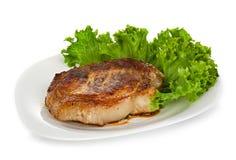 Стейк мяса при салат изолированный на белизне стоковая фотография rf