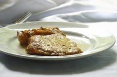 стейк свинины перца на плите Стоковые Фотографии RF