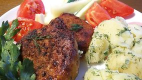 Стейк с картошками и томатами стоковое фото rf