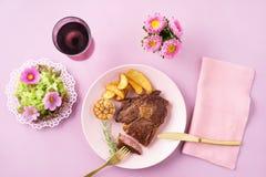 Стейк с салатом Стоковые Изображения RF