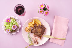 Стейк с салатом Стоковая Фотография