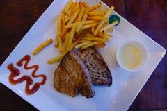 Стейк тунца для обедающего стоковое фото rf