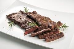 Стейк юбки мясного блюда стоковые изображения rf