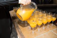 стекла алкогольных напитков пунша рома на таблице во время таблицы шведского стола на событии стоковые изображения rf
