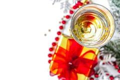 Стекла взгляд сверху шампанского и орнаментов рождества Стоковое Изображение RF