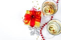 Стекла взгляд сверху шампанского и орнаментов рождества Стоковая Фотография RF